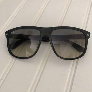 Rayban RB4147 Sunglasses
